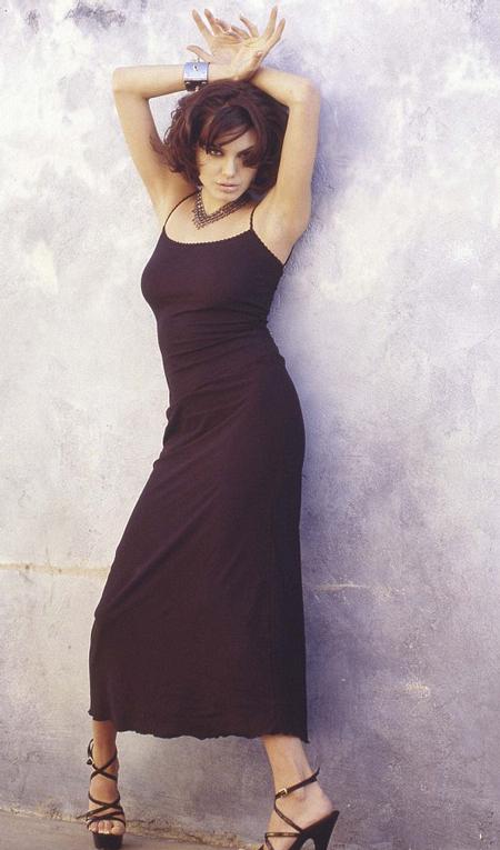 Khi chụp những bức ảnh này, Angelina Jolie vẫn là một gương mặt mới tại Hollywood