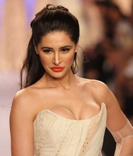 Những hình ảnh gợi cảm khó cưỡng của người đẹp Ấn Độ - Nargis Fakhri